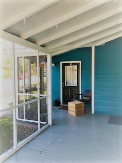 195 Barrow Porch A door